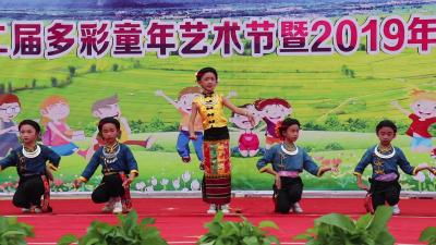 【傣语】风平中心小学多彩童年艺术节  点亮学生艺术心灵