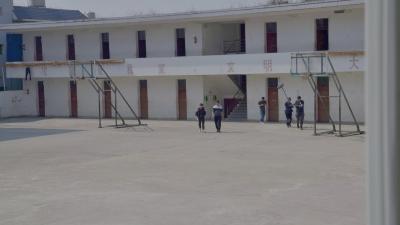 央视大型纪录片《伟大壮举》在芒市取景,记录控辍保学成效