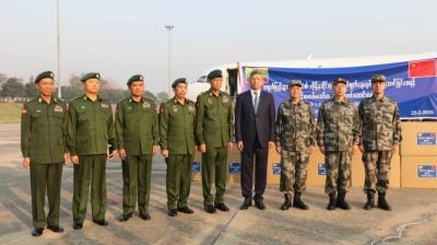 【众志成城·携手抗疫】缅甸空军飞机运载抗疫医疗援助物资飞赴中国