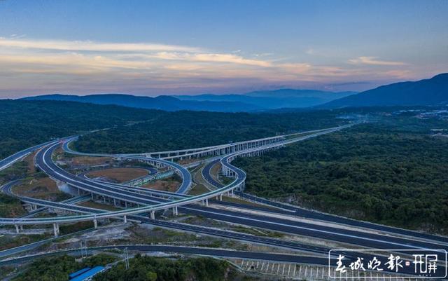腾陇高速正式通车