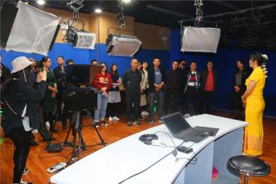 芒市融媒体中心又迎80多人的考察团 共寻县级媒体融合路子