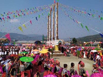 芒海:国门高唱团结曲,目瑙纵歌同奋进