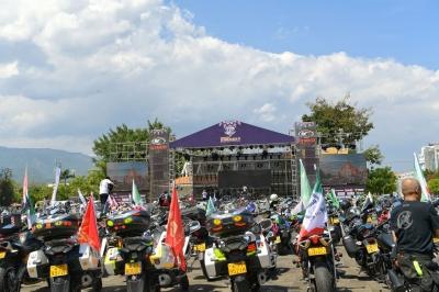 德宏机车音乐节激情开幕 近万人现场狂欢