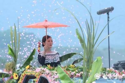 遮放镇2019民族团结泼水狂欢节在芒丙沙滩举行