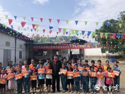 六一儿童节 永昌爱心协会把爱心送进了勐稳小学