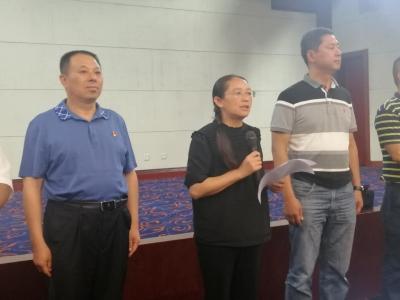 芒市委书记赵冬梅率队看望人大代表