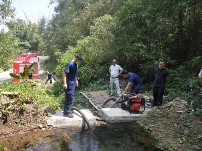 义务送水 确保复学工作的有序开展