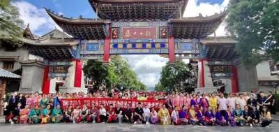 傣族古镇VIP客户、群众代表对伟光汇通多个小镇实地考察