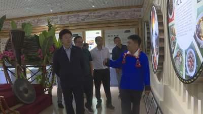 【傣语】州委统战部部长保明顺调研芒市侨务工作