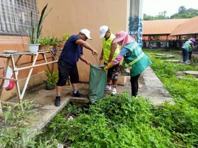 """勐焕街道南蚌社区开展""""参与人居环境整治 共育共享文明果实""""志愿服务活动"""