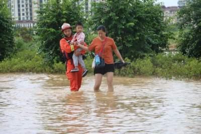两个小时连出4警,芒市消防紧急排涝解民忧