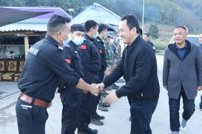 谢金翔到边境乡镇慰问疫情防控守边人员