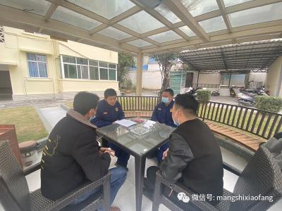 对芒罕农贸市场负责人进行约谈并现场服务指导
