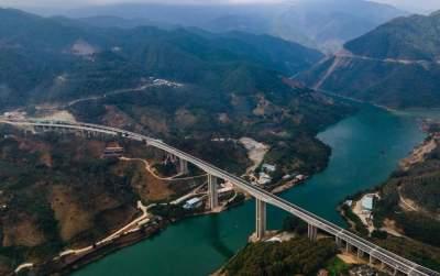 告别茶马古道 高速公路贯通云南16个州市
