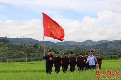 """【民族团结】让民族团结进步之花开遍""""贡米之乡"""""""