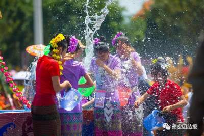 云南德宏:暂缓泼水节为欢乐蓄力