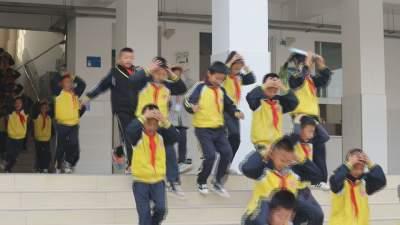 【傣语】芒市启动2021年春季学期校园安全周系列活动