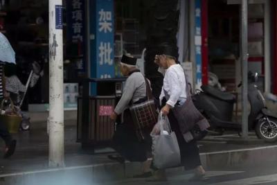 """@德宏人,你有多久没有""""赶街""""了?"""