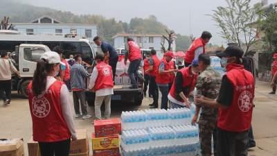 """【傣语】""""边境党旗红""""志愿服务活动把温暖送到边境一线"""