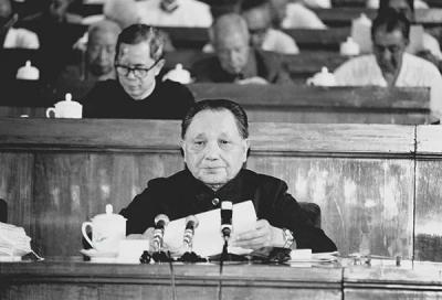 """""""不断完善和发展中国特色社会主义""""——学习《论中国共产党历史》(十一)"""