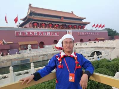 FM105.1走进直播间—芒市少数民族代表李忠强谈建党百年活动亲历