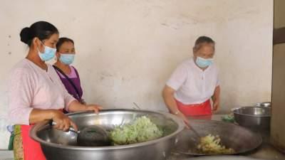 """【傣语】傣族村民的""""一桌菜""""很暖心"""