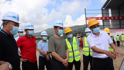 谢金翔调研督导我市社区网格化管理、重大项目推进和村集体经济发展情况