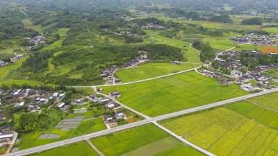 滇滩镇:村组公路和自然村内道路实现100%硬化