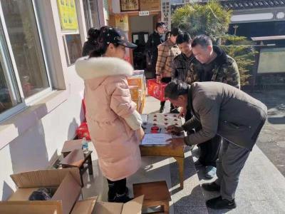 腾冲市商务局开展春节送温暖走访慰问活动