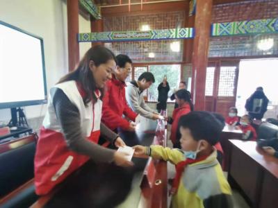 """腾冲市红十字会""""上海慈善之心""""博爱助学项目到蒲川发放助学金"""