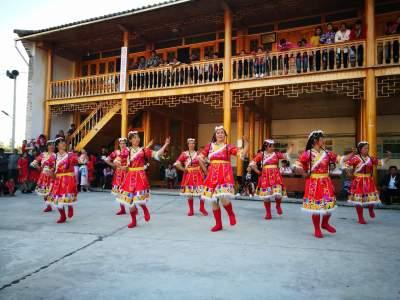 五合乡:民族团结一家亲、开启新村新生活