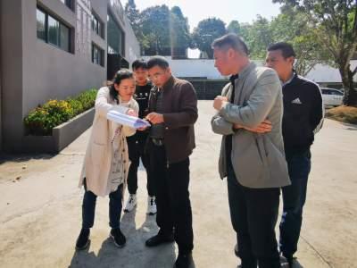 腾冲市政协主席杨存宝走访挂钩联系的重点建设项目