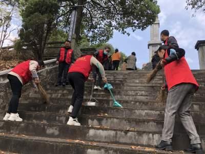 腾冲市侨联党支部开展清明祭扫活动
