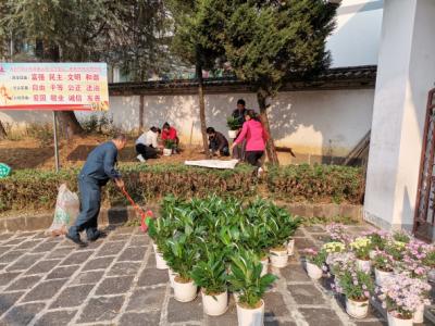 腾越民族小学党支部开展向杨善洲同志学习主题党日活动