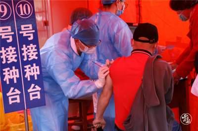 云报客户端:腾冲有序接种疫苗 共筑防疫屏障