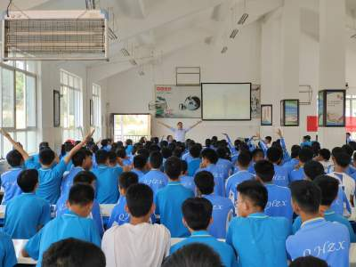 腾冲市科协举办中高考考生考前心理辅导活动