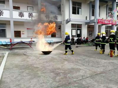 腾冲市敬老公寓开展消防地震暨反恐防爆综合应急演练