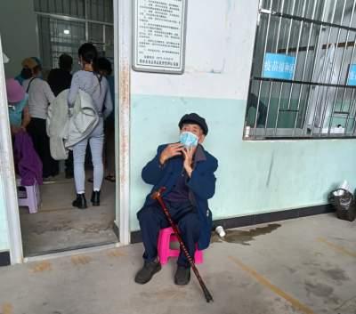 猴桥上街百岁老人带头接种新冠疫苗