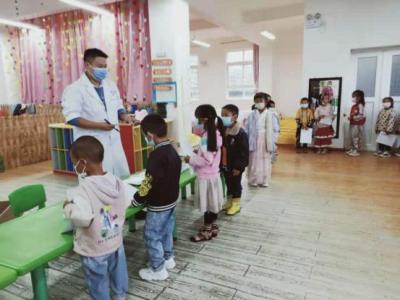 明光医务人员走进幼儿园开展体检
