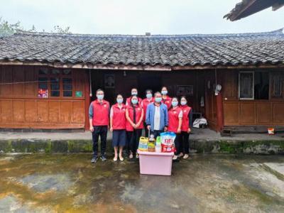 明光镇顺龙社区妇联开展巾帼志愿活动