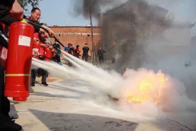 云南蒙自新安所增强文物保护意识 开展消防培训演练
