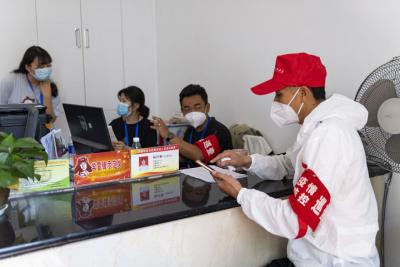 """云南瑞丽:战""""疫""""一线的社区干部"""