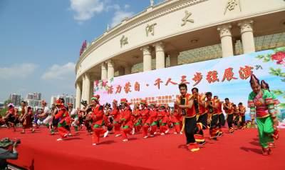 """云南蒙自:做民族团结""""石榴籽"""" 铸牢中华民族共同体意识"""