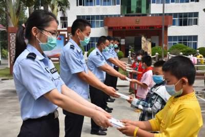 中缅边境上特殊的儿童节!