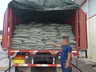 瑞丽边检站查获易制毒化学品氢氧化钠32吨