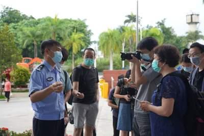 """""""走向我们的小康生活""""主题采访团深入采访瑞丽中缅贸易发展情况"""