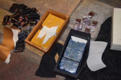 云南瑞丽破获一起阿胶和红糖藏毒案  缴毒近1.4公斤