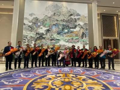 载誉而归!云南赴京领奖的全国脱贫攻坚先进个人和先进集体代表返昆