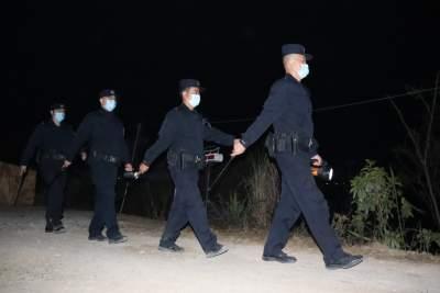 """【学雷锋纪念日】把""""3.5""""变成""""365"""",移民管理警察一直在路上"""
