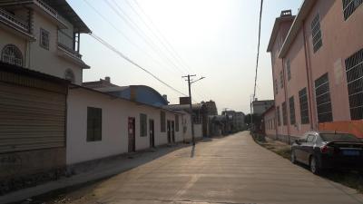 """""""再难也要挺住!""""记者探访高风险区村组(视频)"""